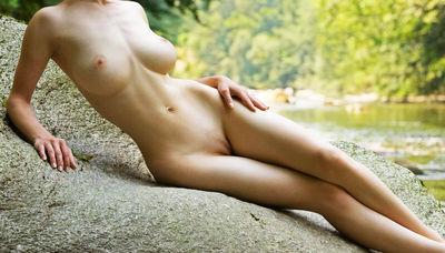 topless scene cates Phoebe
