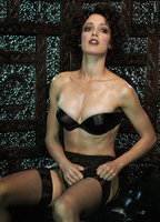 Jennifer Beals bio picture