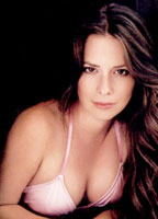Holly Marie Combs bio picture