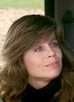 Linda Hamilton bio picture