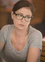 Maura Tierney bio picture