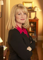 Bonnie Hunt bio picture