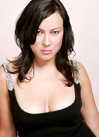 Jennifer Tilly bio picture