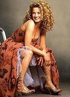 Nancy Travis bio picture