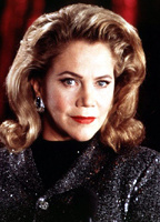 Kathleen Turner bio picture