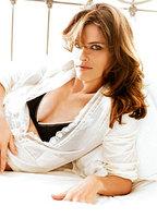 Amanda Peet bio picture