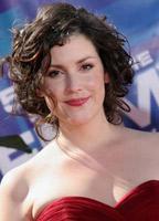 Melanie Lynskey bio picture