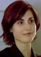 Carly Pope bio picture