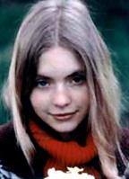 Judi Bowker bio picture