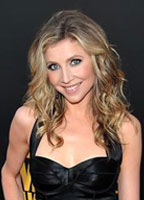 Sarah Chalke bio picture