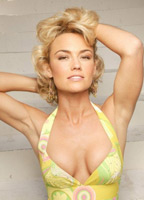 Kelly Carlson bio picture