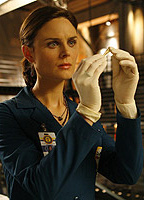 Emily Deschanel bio picture
