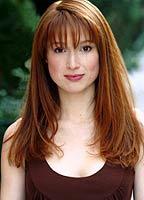 Ellie Kemper bio picture