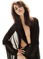 Emilia Clarke bio picture