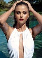 Selena Gomez bio picture