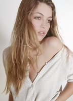 Lili Simmons bio picture
