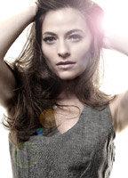 Lara Pulver bio picture